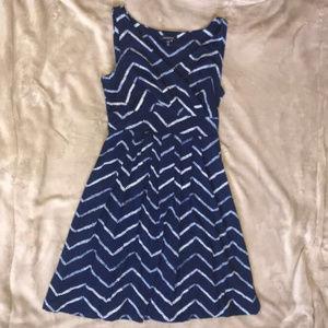 LANDS' END v-neck fit & flare dress - Sz M (10-12)
